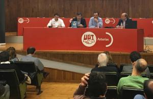 Aspecto de la conferencia, con Javier Fernández Lanero, Félix González, Jenaro Martínez y Miguel Sebastián.