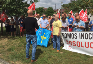 Numerosos compañeros y compañeras acudieron a apoyar a los sindicalistas de Arcelor injustamente condenados.