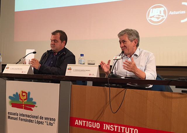 José Luis Alperi, que ejerció de moderador, y Javier Barón.