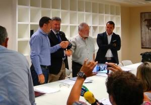 Javier Fernández Lanero, Ignacio García Palacios, Antonio Pino y David Moreno tras la firma del acuerdo.