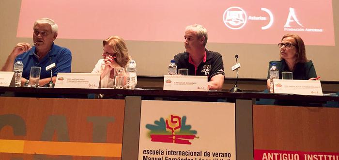 Nicolás Álvarez, presidente del CES, María Antonia Fernández Felgueroso, exprocuradora general de Asturias, Fermín de Con, secretario general de Fes UGT Asturias, que ejerció de moderador, y María Jesús González, directora del SASEC.