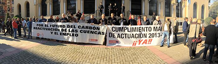 Foto panorámica de las pancartas de cabecera.