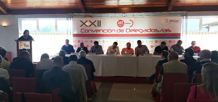 Mesa de la convención, con los secretarios generales confederal y de Asturias, así como de las federaciones asturianas.