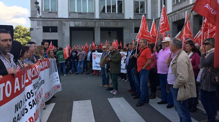 Imagen de la concentración en la plaza de España.