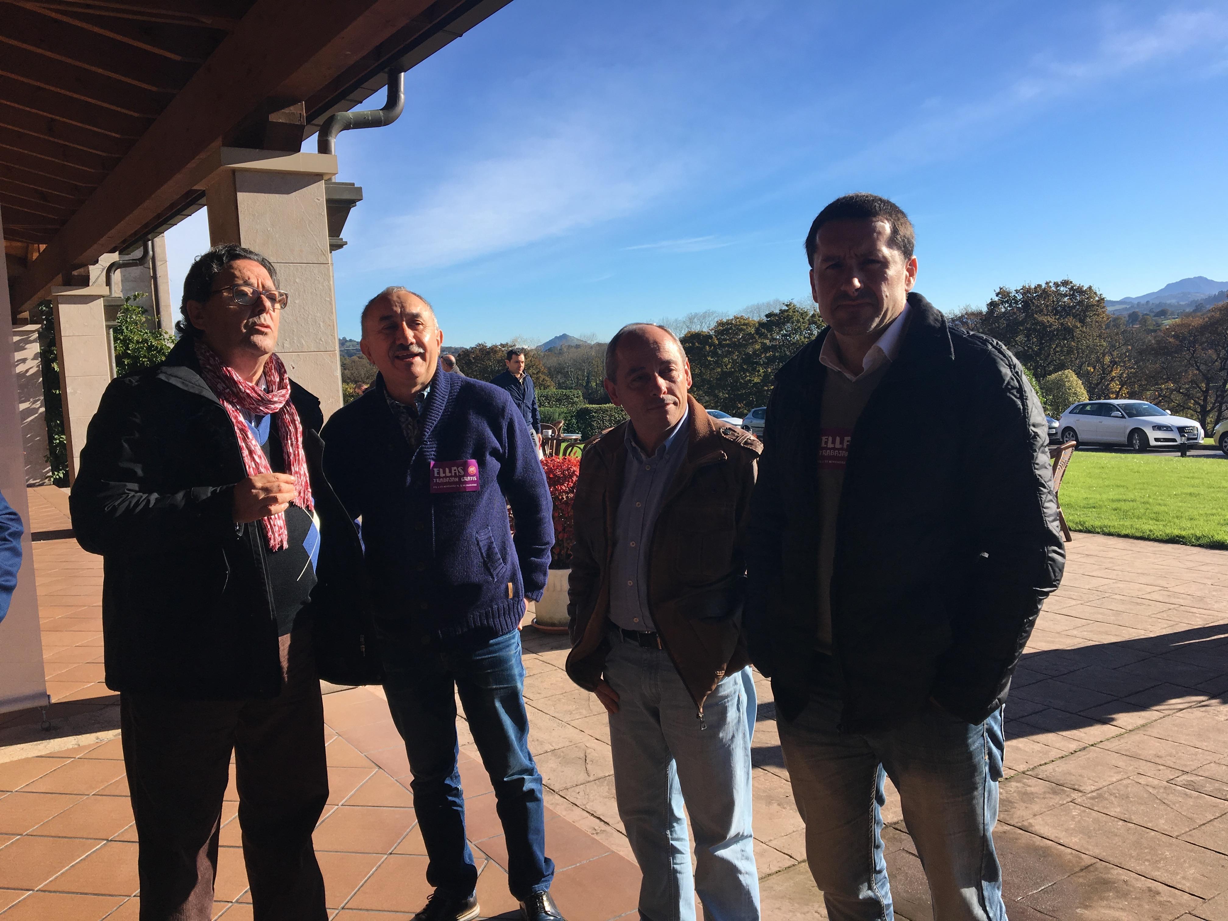 Lacuerda, Álvarez, Del Valle y Fernández Lanero poco antes de iniciarse la convención.