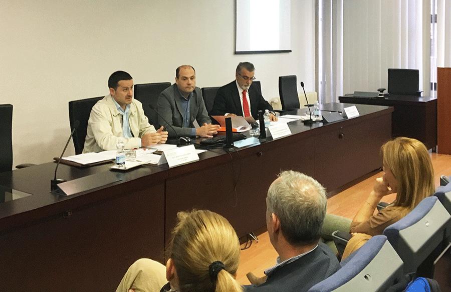 Fernández Lanero, Fernández Villazón y Martínez Pérez, durante la mesa redonda.